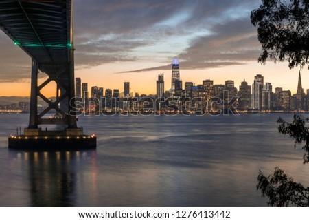 Brug winter schemering San Francisco skyline eiland Stockfoto © yhelfman