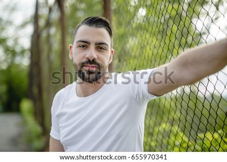 dość · mężczyzn · stałego · łańcucha · link · ogrodzenia - zdjęcia stock © lopolo