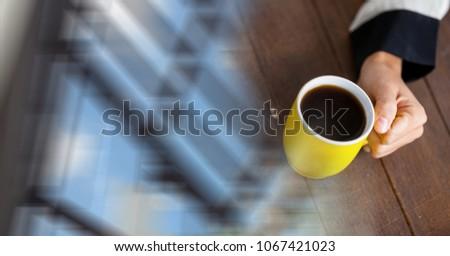Stock fotó: Kezek · kávéscsésze · homályos · ablak · átalakulás · digitális · kompozit