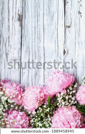 Rózsaszín lélegzet virágok fehér rusztikus fa Stock fotó © StephanieFrey