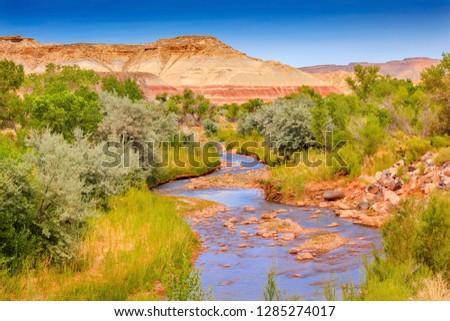 vermelho · rochas · montanha · reflexão · para · cima · manhã - foto stock © billperry