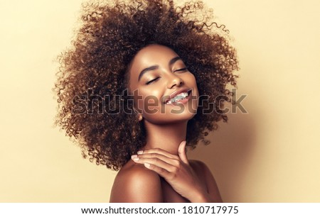 sexy · afro-amerikaanse · vrouw · lang · zwart · haar · mooie - stockfoto © iordani