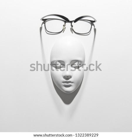 Verres plâtre masque visage lecture longtemps Photo stock © artjazz