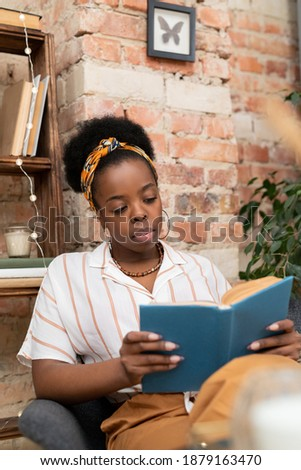 フロント 表示 かわいい アフリカ系アメリカ人 女学生 読む ストックフォト © wavebreak_media