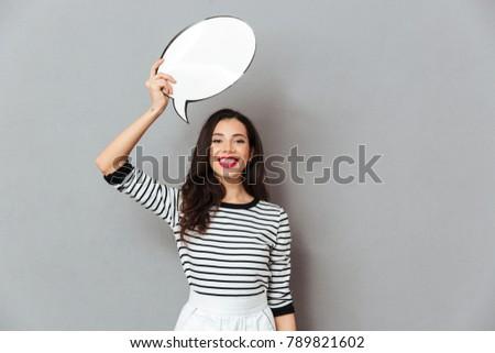 Image jolie femme souriant bulle de pensée rouge Photo stock © deandrobot
