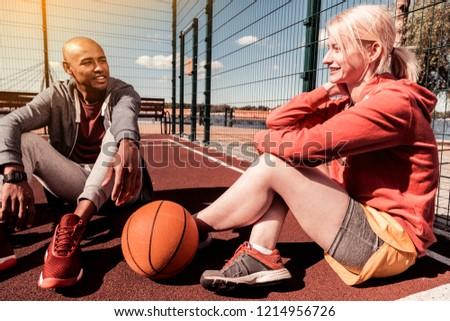 画像 ポジティブ 男 女性 座って 裁判所 ストックフォト © deandrobot