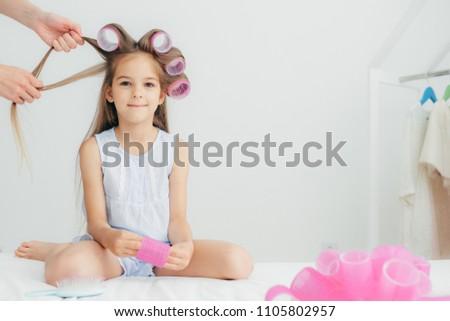 Привлекательная женщина ребенка голову замечательный прическа красоту Сток-фото © vkstudio