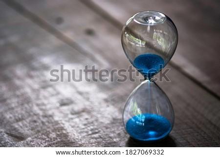 Początku drewniany stół słowo biuro szkła tabeli Zdjęcia stock © fuzzbones0