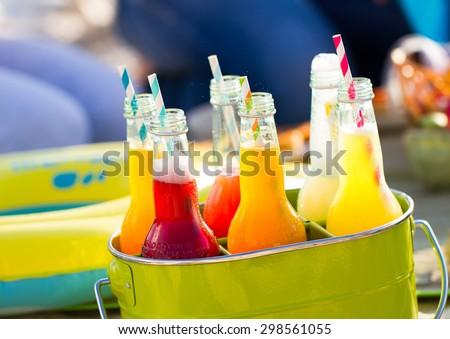 Bottiglie limonata piedi colorato verde secchio Foto d'archivio © Yatsenko