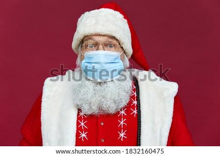 Mikulás külső felfelé meglepetés vidám karácsony Stock fotó © orensila