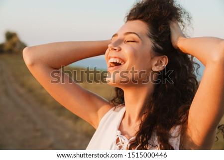 ストックフォト: 幸せ · 写真 · 白人 · 女性 · 長髪 · 笑い