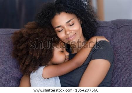 Retrato afetuoso família abraço sentar-se juntos Foto stock © vkstudio
