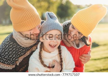 Aanbiddelijk grappig klein kid leuk ouders Stockfoto © vkstudio