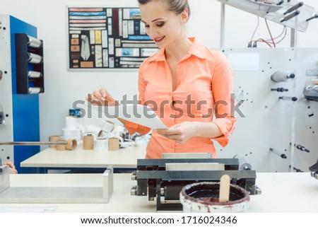 работник дизайна печать запустить печати машина Сток-фото © Kzenon