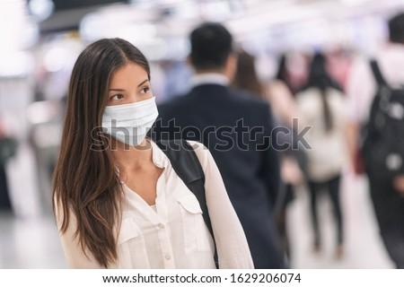 Coronavirus Asia mujer caminando mascarilla quirúrgica cara Foto stock © Maridav