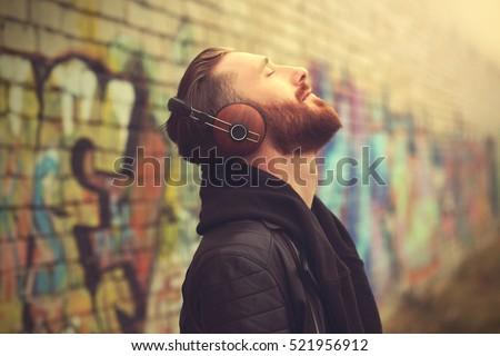 tieners · luisteren · mp3-speler · gras · tiener · park - stockfoto © artjazz