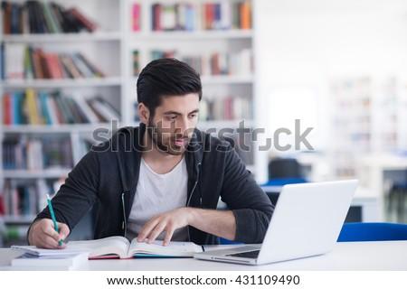 Gelukkig jonge studenten studeren college Stockfoto © zurijeta