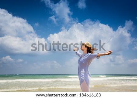 Genot zorgeloos gelukkig vrouw Open armen Stockfoto © Victoria_Andreas