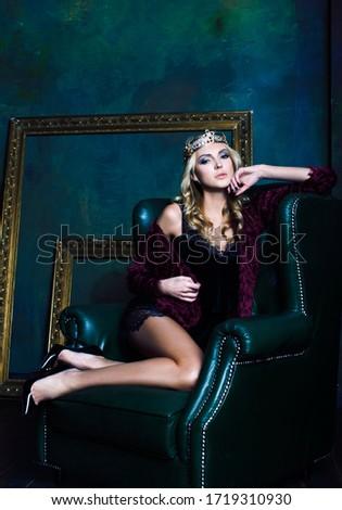 menina · coroa · para · cima · rainha · criança - foto stock © iordani