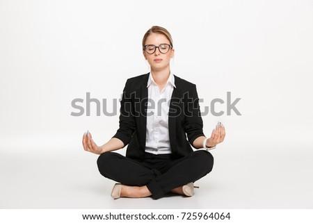 Higgadt szőke nő üzletasszony szemüveg meditáció stúdió Stock fotó © deandrobot