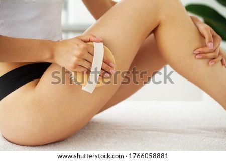 A female beauty peeling an orange Stock photo © IS2