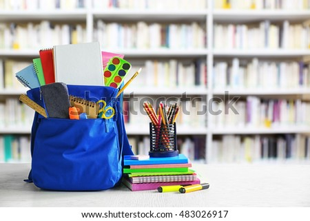 Bolsa útiles escolares mesa de madera plataforma libros mesa Foto stock © wavebreak_media