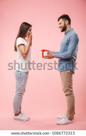 молодые любящий пару человека подарок удивление Сток-фото © deandrobot