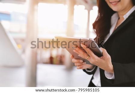 старший · деловая · женщина · компьютер · рабочих · служба · используя · ноутбук - Сток-фото © boggy