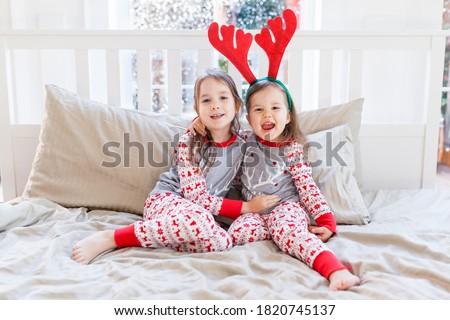 zwei · cute · wenig · Kinder · Winter · Kleidung - stock foto © IvanDubovik