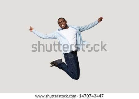 Foto zufrieden guy tragen Stock foto © deandrobot