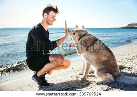 Stok fotoğraf: Mutlu · yürüyüş · büyük · köpek · plaj