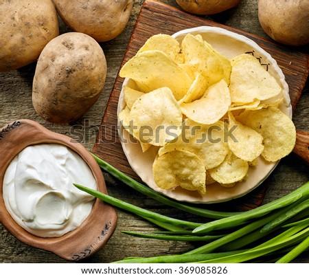 Friss organikus házi készítésű krumpli sültkrumpli fából készült Stock fotó © DenisMArt