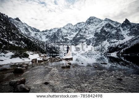 pôr · do · sol · atrás · montanhas · dourado · cor · natureza - foto stock © elenabatkova