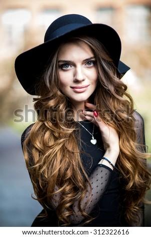 портрет · подростка · девушка · длинные · волосы · городского · среде · женщину - Сток-фото © lopolo