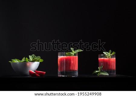 organikus · piros · eprek · kettő · szemüveg · menta - stock fotó © marylooo