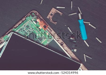 Táblagép törött üveg képernyő elpusztított csavarhúzó bit Stock fotó © Illia