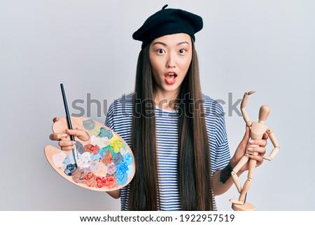изображение удивленный красивой азиатских девушки берет Сток-фото © deandrobot
