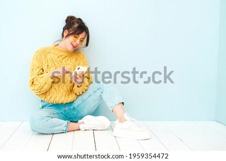 Bastante mulher jovem quente veja sensual sorrir Foto stock © HASLOO