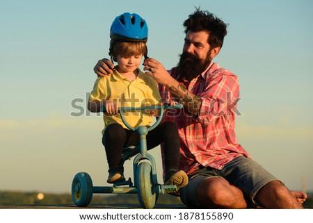 Foto stock: Pequeno · menino · aprendizagem · mundo · ajudar · pais