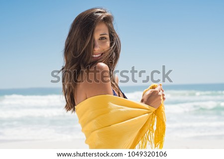 nő · élvezi · vakáció · üres · tengerpart · óceán - stock fotó © tannjuska