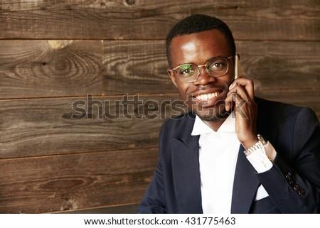 Portré üzletember készít telefonbeszélgetés fehér telefon Stock fotó © wavebreak_media