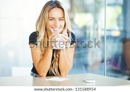 Nő iszik kávé konyha fürdőköpeny otthon Stock fotó © wavebreak_media