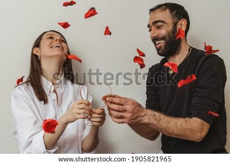 красивая · женщина · сердцах · стороны · чувственный · женщины - Сток-фото © hasloo