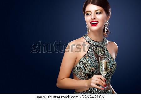 Mooie jonge vrouw lang avondkleding glas rode wijn Stockfoto © Nejron