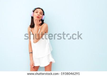 Bella donna sexy pigiama sexy sorridere Foto d'archivio © bartekwardziak