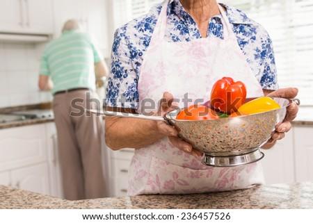 Senior mulher legumes casa cozinha Foto stock © wavebreak_media