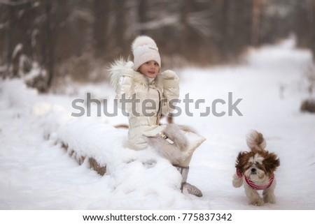 menina · inverno · floresta · jogar · mulher · moda - foto stock © ANessiR