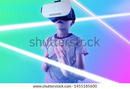 мальчика виртуальный реальность гарнитура белый Сток-фото © wavebreak_media