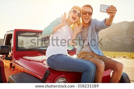 Retrato dos feliz a la gente hombre mujer toma Foto stock © deandrobot