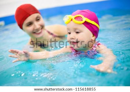 familia · feliz · hotel · Resort · piscina · verano · vacaciones - foto stock © deandrobot